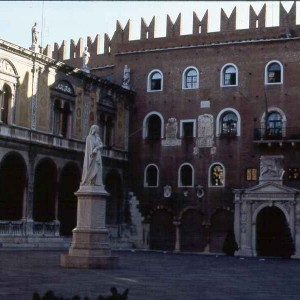 A statue of Dante in the Piazza dei Signori of Verona in front of the Palazzo del Commune where he wrote the Purgatorio.