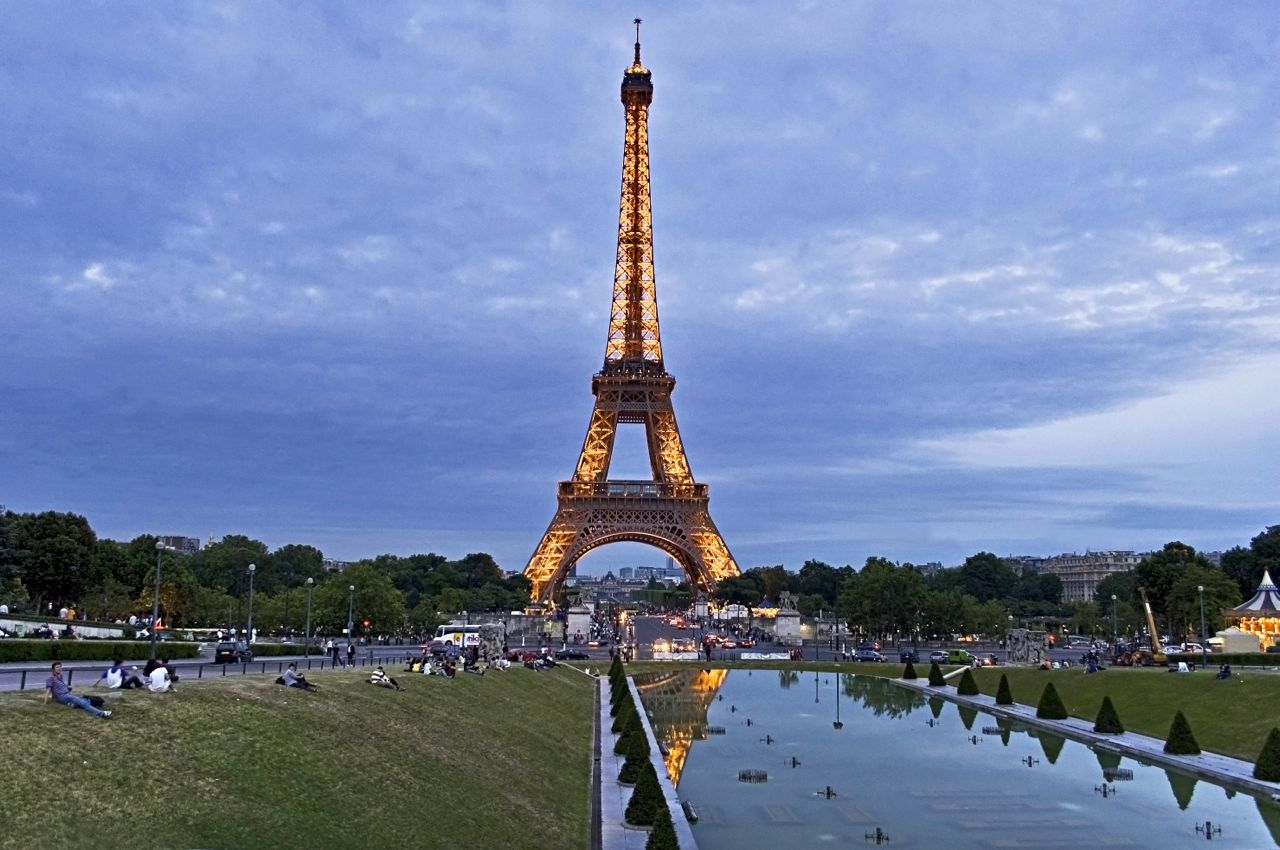 Eiffel-Tower-at-DuskY